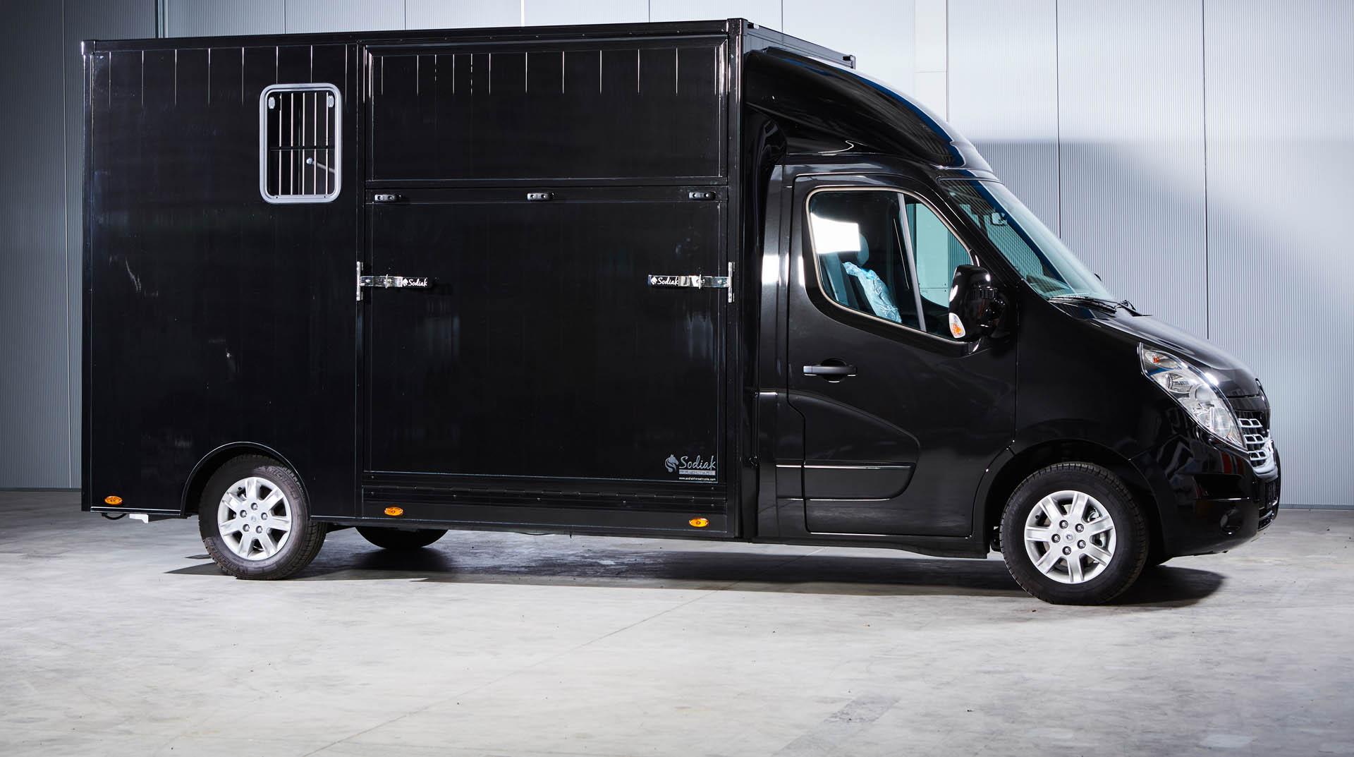 contact showroom paardenvrachtwagen renault master sodiak voor rijbewijs B