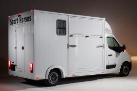 paardenvrachtwagen renault master sodiak voor rijbewijs B hengstenschot zijklep aluminium opbouw zijaanzicht