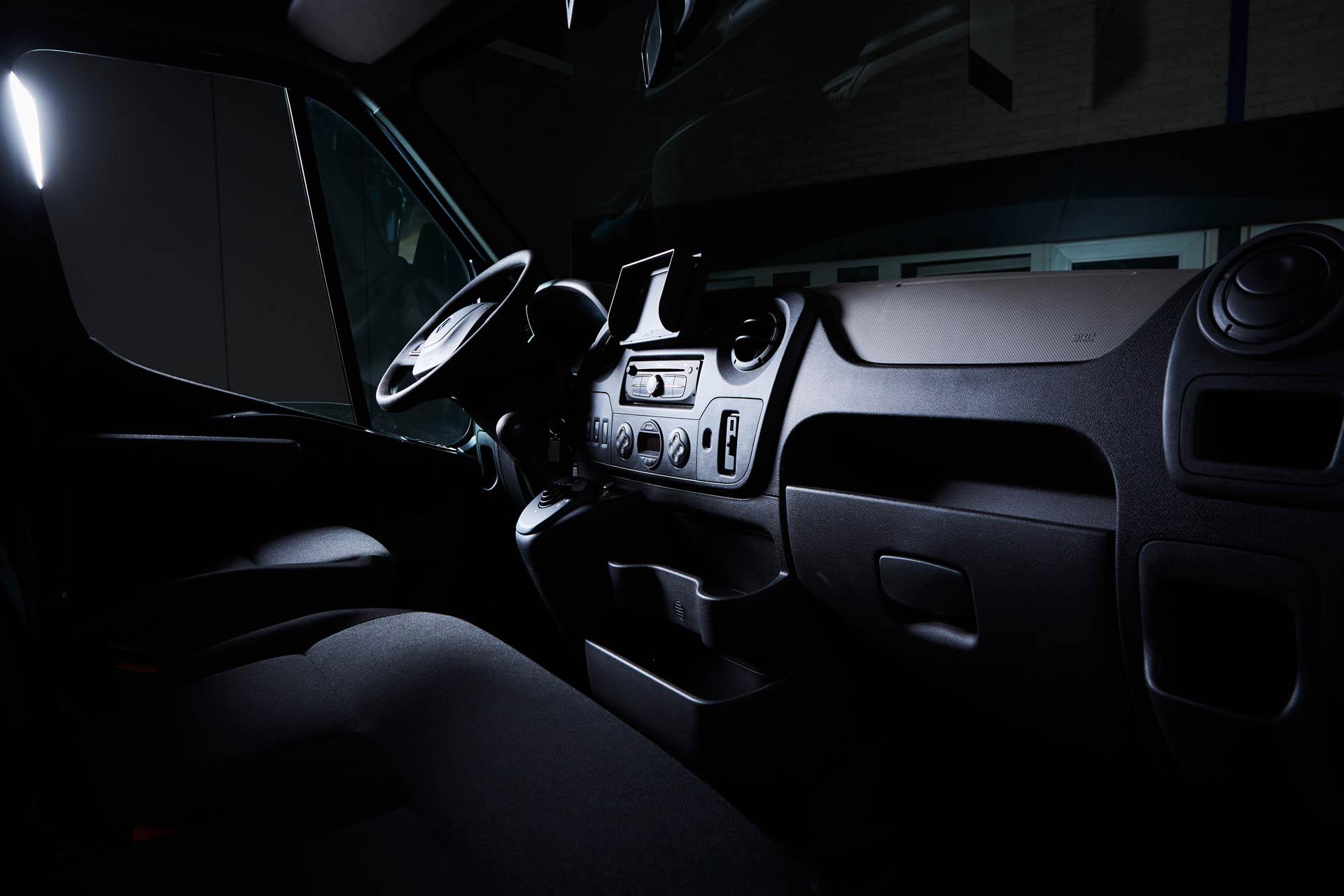 paardenvrachtwagen renault master sodiak voor rijbewijs b cabine zwarte bekleding